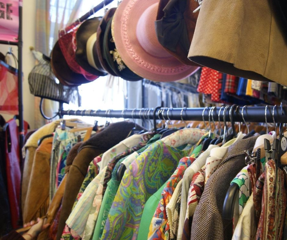 Read more about the article Why Vintage Clothing Beats Fast Fashion Hands Down