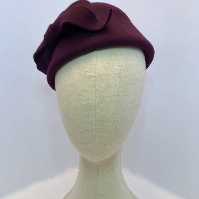 Millie – 1950s-style percher fascinator in wool felt