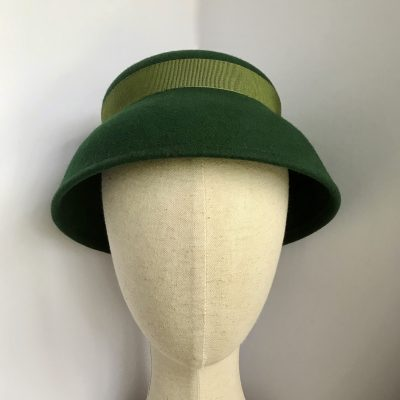 Joan 1930s hat in green wool felt