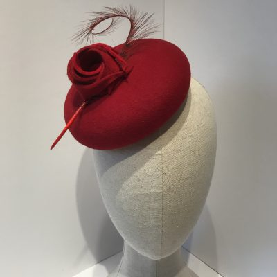 Winter Rose – Deep red button hat with rose and feather