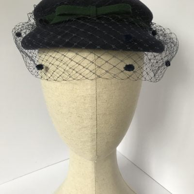 Eva – a 1950s style percher hat in wool felt with veiling