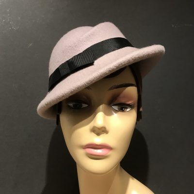 Miss Pierce 1940s asymmetric percher hat in wool felt