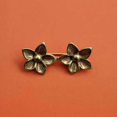 1930s Plain Twin Pointed Blossom Brooch