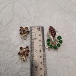 1950s Green and Mulberry Faceted Stones in Gold Tone Metal Brooch with Complementing Earrings, Original Vintage Mid Century 50s